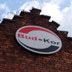 zdjcie-logo-na-zewntrz-budynku
